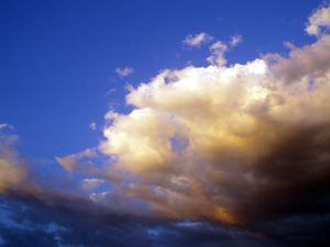 Clouds_mt_isa_late_oct_07_internet