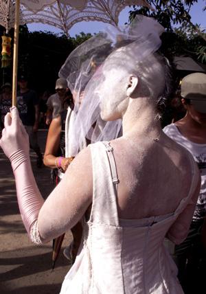 White_bride_kville_folk_fest_dec_07